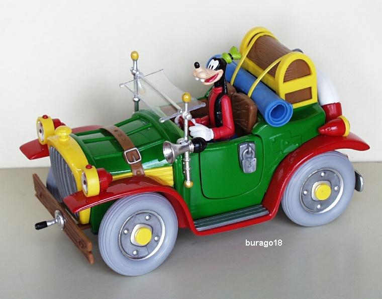 Pippo in auto