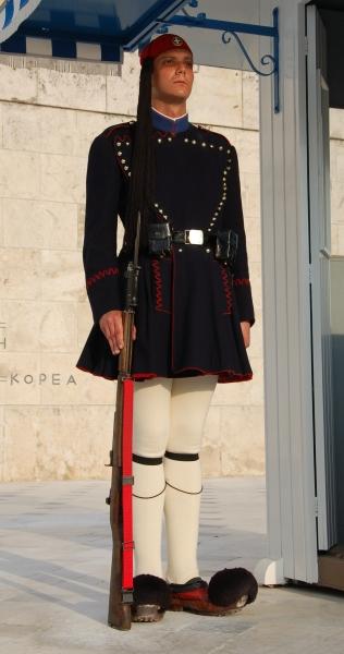 Soldato greco in uniforme nazionale
